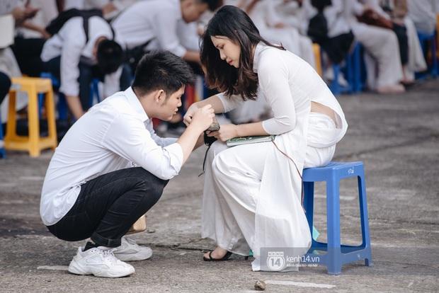 Trai Chu Văn An 10 điểm ga-lăng: Thấy bạn nữ hỏng giày sửa giúp chứ tụi mình hông có yêu đương gì nha - Ảnh 2.