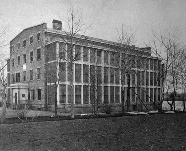 10 ngày địa ngục trong bệnh viện tâm thần của nữ nhà báo: Bệnh nhân bị đối xử tàn bạo, người tỉnh táo sớm muộn cũng hóa điên - Ảnh 2.