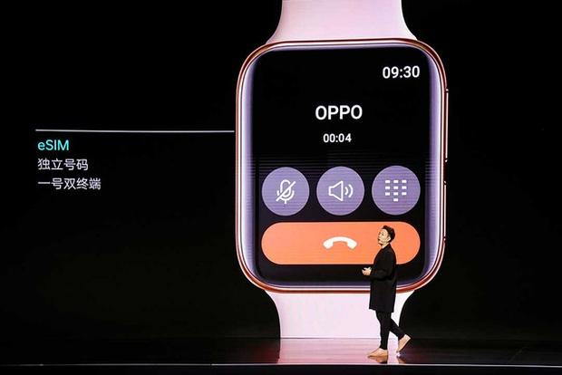 Té ngửa với chiếc đồng hồ Sơn Tùng M-TP đeo trong MV mới: Nhìn xa cứ ngỡ Apple, nhìn gần mới biết thì ra… Oppo - Ảnh 4.