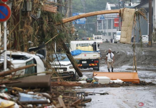 Hàng chục người chết và mất tích sau trận mưa lớn chưa từng có ở Kyushu, Nhật Bản - Ảnh 1.
