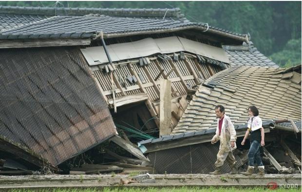 Hàng chục người chết và mất tích sau trận mưa lớn chưa từng có ở Kyushu, Nhật Bản - Ảnh 2.