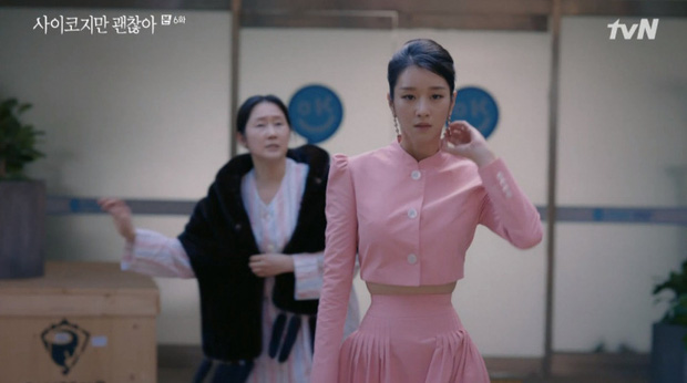 Netizen bấn loạn vì bộ váy màu hường khoe eo nhỏ siêu thực của Seo Ye Ji (Điên Thì Có Sao), nói 45cm cũng có người tin - Ảnh 2.
