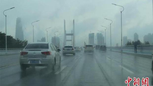 Miền Nam Trung Quốc tiếp tục đợt mưa lớn, Vũ Hán báo động đỏ - Ảnh 1.