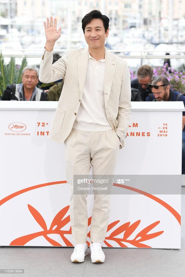 Knet phấn khích với màn xâm lấn Hollywood của chị đẹp Son Ye Jin: Xinh thế này sao đóng vai nghèo khổ được đây? - Ảnh 4.