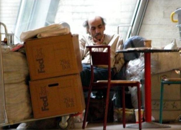 Chuyện kì lạ về người đàn ông mắc kẹt ở sân bay suốt 18 năm: Sống lang thang không nơi nương tựa, đến khi được về lại không chịu về - Ảnh 2.