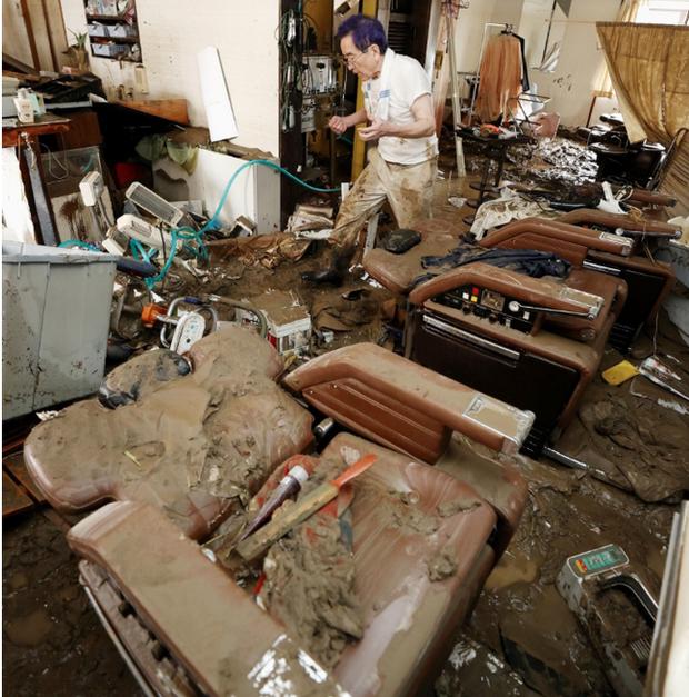 Hàng chục người chết và mất tích sau trận mưa lớn chưa từng có ở Kyushu, Nhật Bản - Ảnh 3.