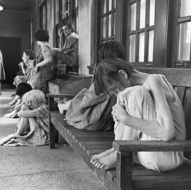 10 ngày địa ngục trong bệnh viện tâm thần của nữ nhà báo: Bệnh nhân bị đối xử tàn bạo, người tỉnh táo sớm muộn cũng hóa điên - Ảnh 4.