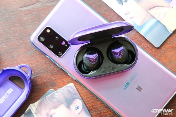 Mở hộp tai nghe Galaxy Buds+ phiên bản BTS: Hộp sản phẩm to bất ngờ, bóc mỏi tay mới biết có nhiều quà kèm theo dành cho A.R.M.Y - Ảnh 6.