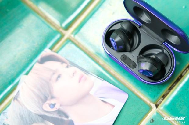 Mở hộp tai nghe Galaxy Buds+ phiên bản BTS: Hộp sản phẩm to bất ngờ, bóc mỏi tay mới biết có nhiều quà kèm theo dành cho A.R.M.Y - Ảnh 8.