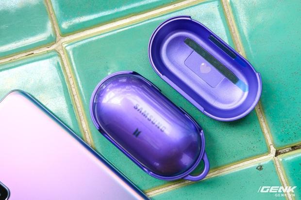 Mở hộp tai nghe Galaxy Buds+ phiên bản BTS: Hộp sản phẩm to bất ngờ, bóc mỏi tay mới biết có nhiều quà kèm theo dành cho A.R.M.Y - Ảnh 10.