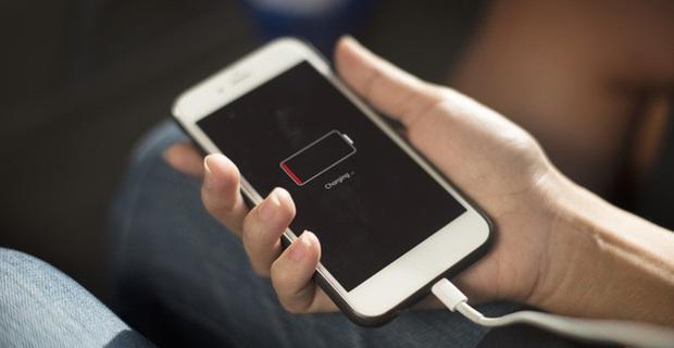 Sạc pin smartphone như thế nào là chuẩn? - Ảnh 2.