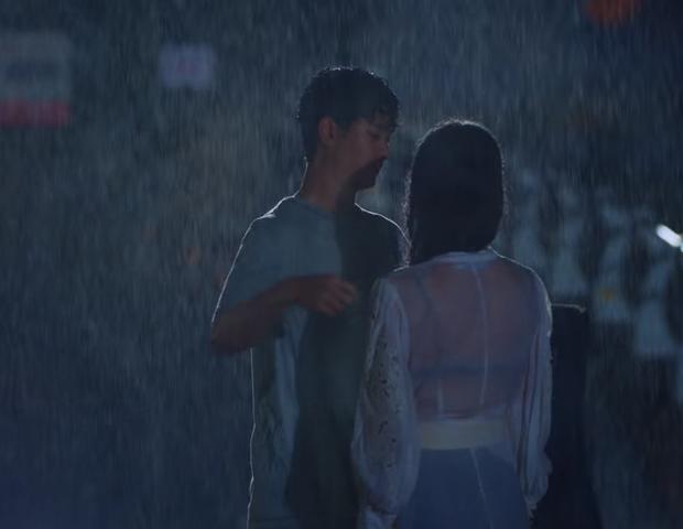 Khùng nữ Seo Ye Ji rất chăm ăn diện nhưng bị cơn mưa to bất ngờ làm lộ phụ tùng ở Điên Thì Có Sao? - Ảnh 4.
