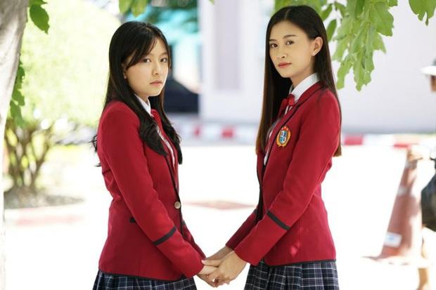 Phim học đường xứ Thái The Underclass mở đầu nhạt như nước lã, mặn mòi nhất chắc là vẻ mặt khó đăm đăm của gái xinh nhà BNK48 - Ảnh 5.