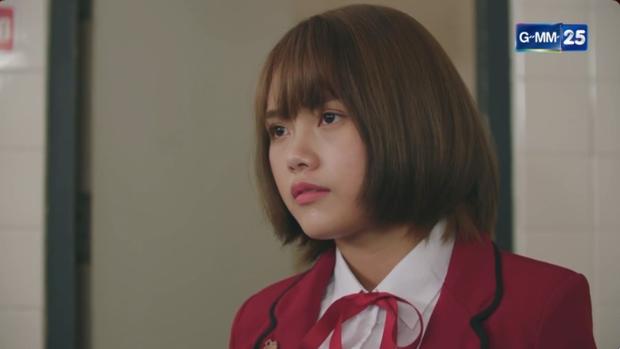 Phim học đường xứ Thái The Underclass mở đầu nhạt như nước lã, mặn mòi nhất chắc là vẻ mặt khó đăm đăm của gái xinh nhà BNK48 - Ảnh 4.