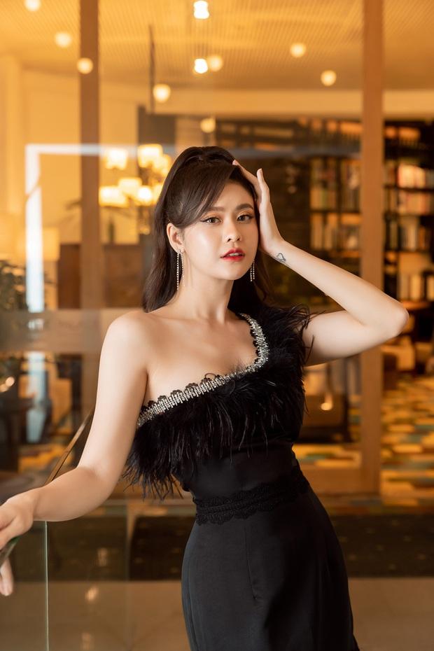 Trương Quỳnh Anh tự lái xế hộp đưa quý tử đi sự kiện: Ăn diện lộng lẫy nhưng vẫn chăm con chuẩn mẹ bỉm - Ảnh 10.