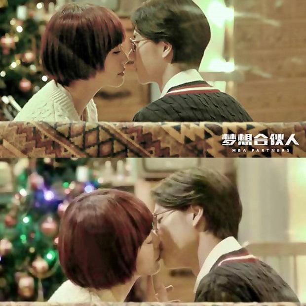 Nhìn lại nụ hôn màn ảnh đầu tiên của 10 nam thần Cbiz: Choáng nhất là màn khóa môi đàn anh của Lay (EXO) - Ảnh 13.