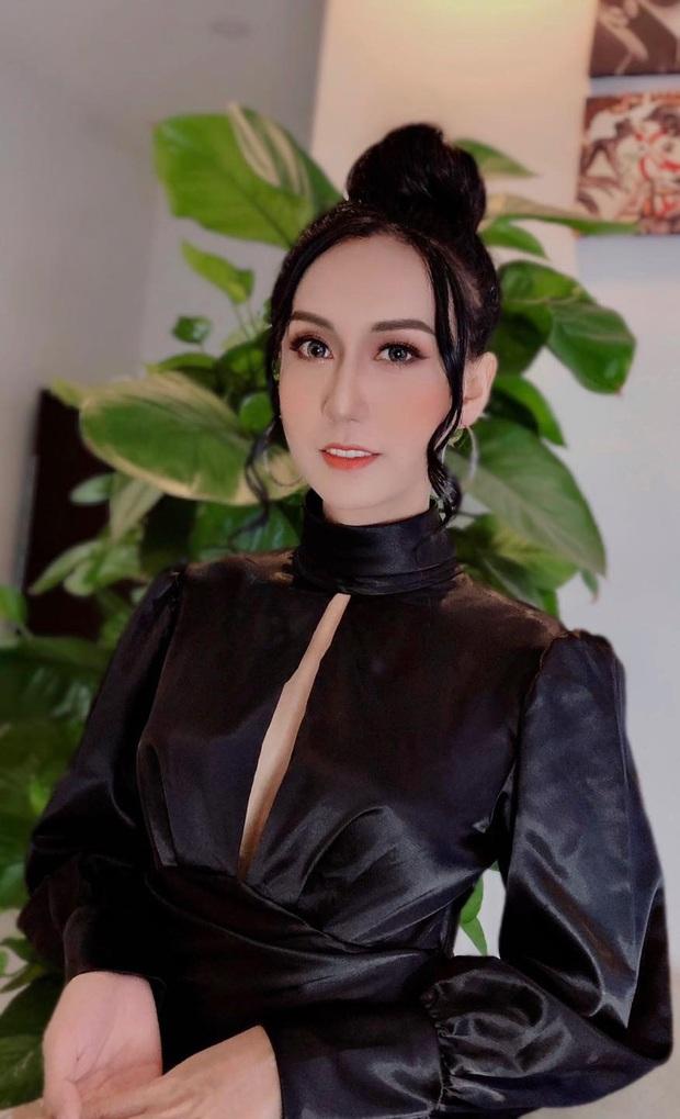 Lynk Lee tung ảnh diện váy xẻ ngực táo bạo, khoe nhan sắc quyến rũ miễn bàn: Xinh thế này thì ai làm lại! - Ảnh 2.