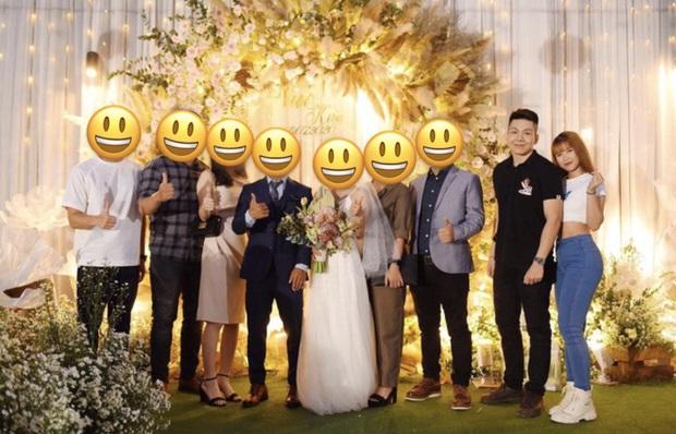 Khởi My - Kelvin Khánh quần jeans áo thun đi ăn cưới mà vẫn quá nổi: Màn tăng cân của chồng lấn át body nuột nà của vợ - Ảnh 2.