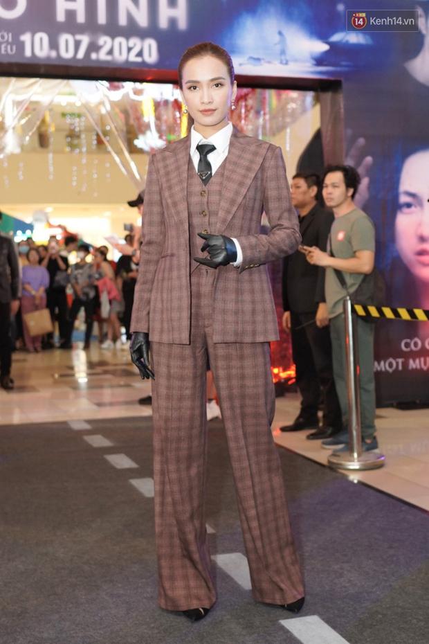 Phương Anh Đào ngó lơ Quang Tuấn, sánh đôi với soái tỉ Ái Phương ở thảm đỏ Bằng Chứng Vô Hình - Ảnh 2.