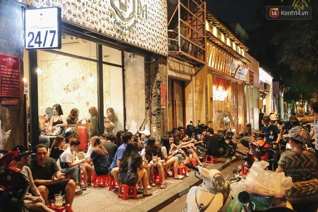 Nhiều quán cafe thâu đêm ở Sài Gòn chật kín khách: Sức chi tiêu của người Việt về đêm đâu kém du khách quốc tế! - Ảnh 6.