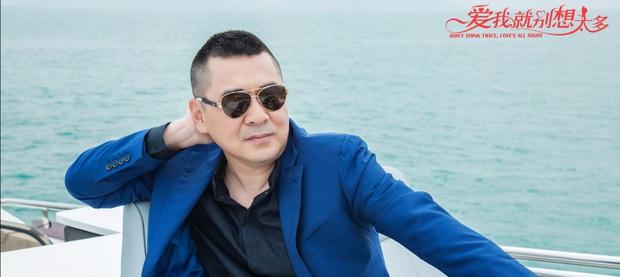 Ngất xỉu trước trend tổng tài ở phim Hoa ngữ 2020: Ông chú CEO U50 có mối tình cực ngọt với thiếu nữ đôi mươi? - Ảnh 1.
