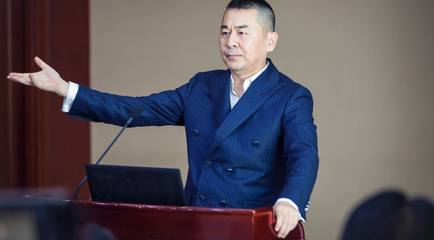 Ngất xỉu trước trend tổng tài ở phim Hoa ngữ 2020: Ông chú CEO U50 có mối tình cực ngọt với thiếu nữ đôi mươi? - Ảnh 2.