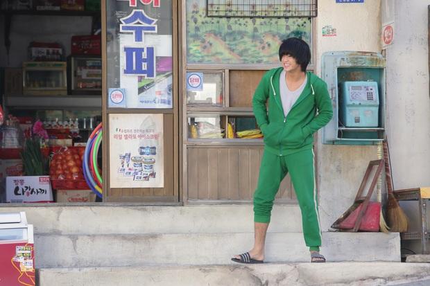 Tiết kiệm như anh Kim Soo Hyun: 7 năm vẫn đi một đôi dép, từ thời Ẩn Thân sang tận Điên Thì Có Sao chứ chẳng đùa! - Ảnh 3.