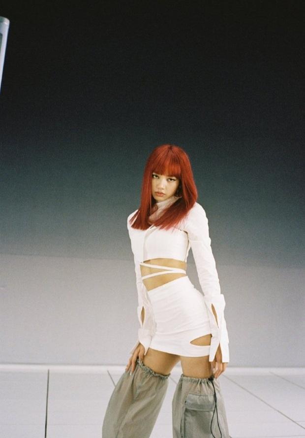 Lisa xinh nức nở trong clip quảng cáo mới: Vừa sexy quyền lực, vừa cute ngọt ngào, dân tình thi nhau đổ rầm rầm - Ảnh 9.