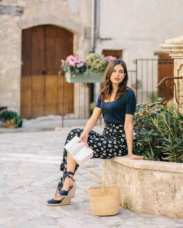 Phụ nữ Pháp chẳng ưa mấy đôi cao gót lênh khênh, họ chỉ thích diện 4 kiểu giày đế thấp thanh lịch đi làm - Ảnh 16.