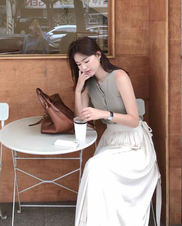 5 outfit xịn mịn, ai mặc cũng đẹp mà hè năm nào các BTV thời trang cũng nhiệt tình áp dụng - Ảnh 17.