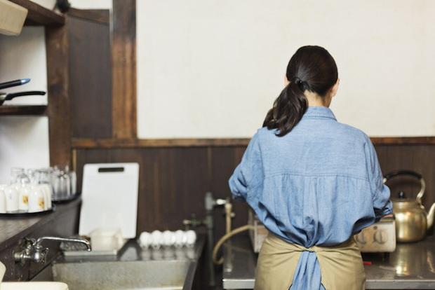 Nghề nội trợ chuyên nghiệp tại Nhật: Được công nhận và trả lương nhưng thời gian biểu thật gây ám ảnh - Ảnh 4.