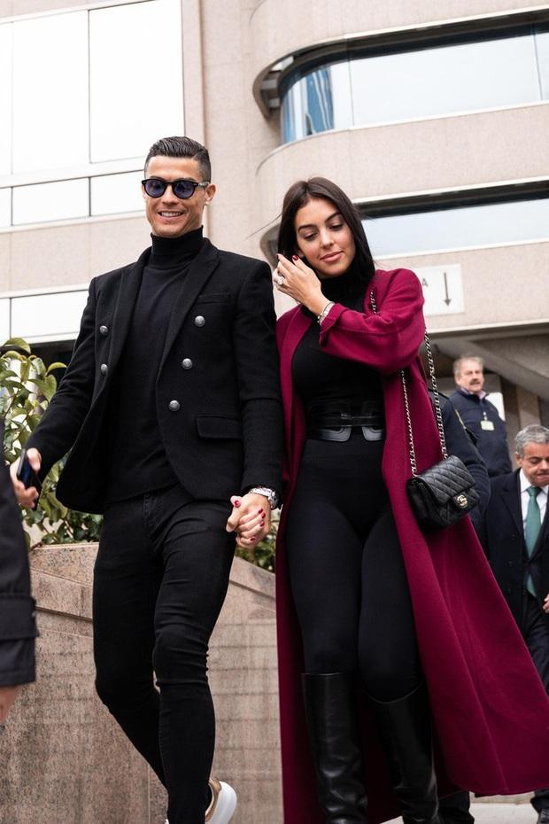 Bạn gái đăng ảnh cực nóng bỏng, Ronaldo không chịu nổi phải thốt lên một câu nhận về hàng vạn lượt thả tim: Em là người đẹp nhất thế giới này - Ảnh 4.