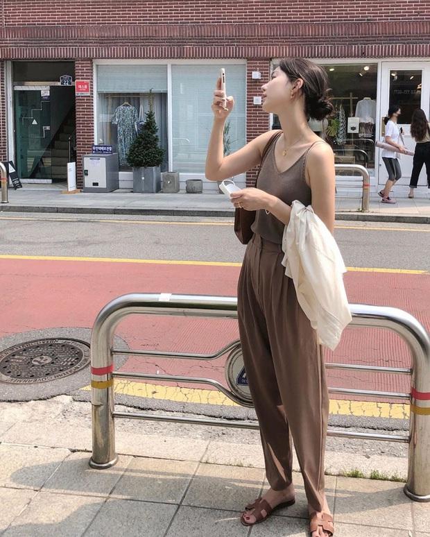 5 outfit xịn mịn, ai mặc cũng đẹp mà hè năm nào các BTV thời trang cũng nhiệt tình áp dụng - Ảnh 7.