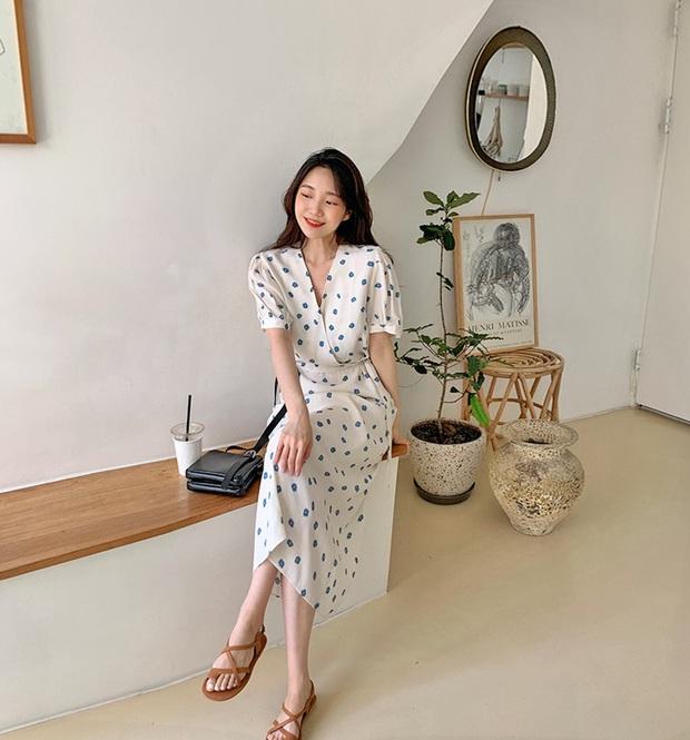 5 outfit xịn mịn, ai mặc cũng đẹp mà hè năm nào các BTV thời trang cũng nhiệt tình áp dụng - Ảnh 11.