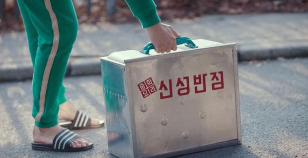 Tiết kiệm như anh Kim Soo Hyun: 7 năm vẫn đi một đôi dép, từ thời Ẩn Thân sang tận Điên Thì Có Sao chứ chẳng đùa! - Ảnh 4.