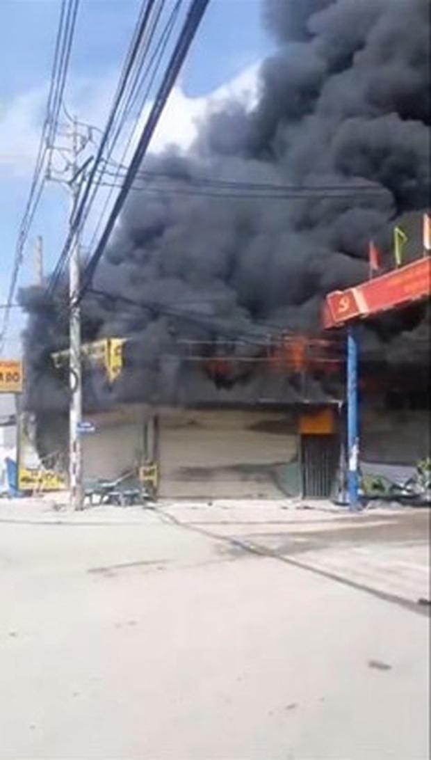 Bình Dương: Cháy lớn tại tiệm cầm đồ, 3 người tử vong thương tâm - Ảnh 1.
