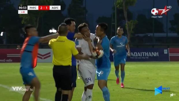 """Hai HLV, hai cựu tuyển thủ Việt Nam đá xéo nhau trên MXH vụ """"thầy bóp cổ trò"""": """"Đừng để nó quay lại cắn"""" - Ảnh 2."""