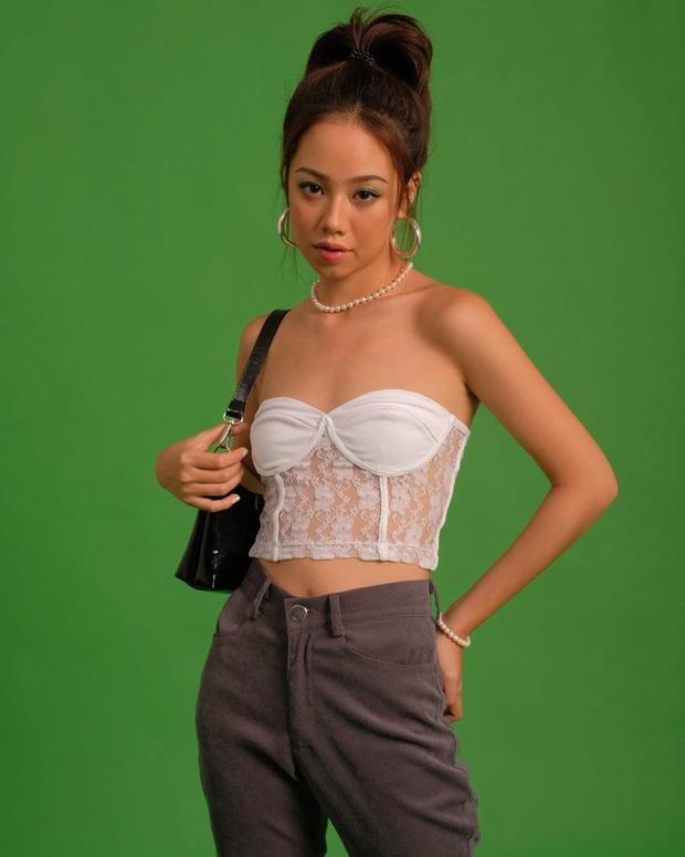 Irene và Yeji (ITZY) đọ vẻ sexy khi đụng áo, bất ngờ nhất là Lisa cũng diện nhưng lại rén hơn hẳn - Ảnh 11.