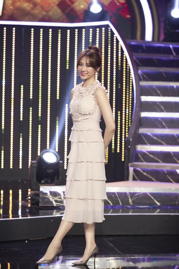 Hari Won tiết lộ Trấn Thành rất thích mặc đồ đôi, bật mí bí kíp nói dối để giữ lửa gia đình - Ảnh 4.