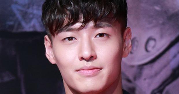 Nhan sắc thật của 7 tài tử Hàn qua ảnh chụp siêu cận chưa PTS: Song Joong Ki - Park Bo Gum da đẹp khó tin, Hyun Bin lại lộ khuyết điểm - Ảnh 7.