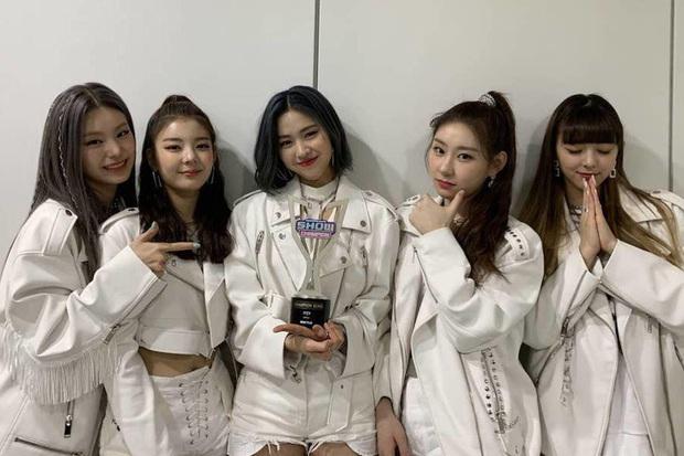 """Những ca khúc """"giật"""" nhiều cúp nhất trên show âm nhạc năm 2020: BTS không phá nổi kỉ lục cũ, á quân không quảng bá vẫn thắng TWICE, IU - Ảnh 10."""