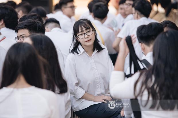 Dàn nữ sinh gây thương nhớ trong lễ bế giảng: Mặc áo dài hay đồng phục trắng đều mê mẩn lòng người - Ảnh 10.