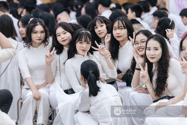 Dàn nữ sinh gây thương nhớ trong lễ bế giảng: Mặc áo dài hay đồng phục trắng đều mê mẩn lòng người - Ảnh 16.