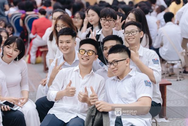 Dàn nữ sinh gây thương nhớ trong lễ bế giảng: Mặc áo dài hay đồng phục trắng đều mê mẩn lòng người - Ảnh 18.