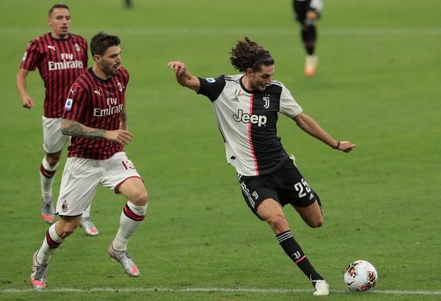Ronaldo lập công nhưng 3 bàn thua sốc liên tiếp trong 5 phút khiến Juventus nhận thất bại muối mặt - Ảnh 1.