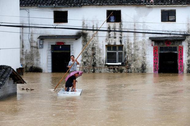 Tình hình nghiêm trọng, Trung Quốc đồng loạt nâng cảnh báo mưa bão, lũ lụt - Ảnh 1.