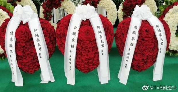 Tang lễ trùm sòng bạc Macau ngày 1: Quý tử nhà Ming Xi lần đầu lộ diện, hoa tang 6 tỷ, Đậu Kiêu xuất hiện bên gia tộc họ Hà - Ảnh 14.