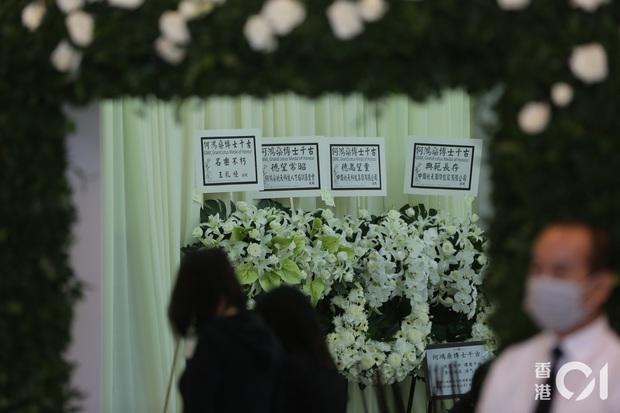 Tang lễ Vua sòng bài Macau: Tiếp tục gây chú ý với 6 tỷ đồng hoa tang và lời nhắn thâm tình của 3 bà vợ dành cho chồng quá cố - Ảnh 12.