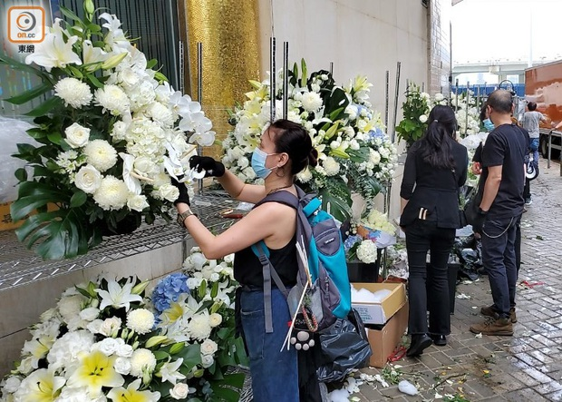 Tang lễ Vua sòng bài Macau: Tiếp tục gây chú ý với 6 tỷ đồng hoa tang và lời nhắn thâm tình của 3 bà vợ dành cho chồng quá cố - Ảnh 17.