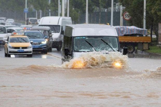 Tình hình nghiêm trọng, Trung Quốc đồng loạt nâng cảnh báo mưa bão, lũ lụt - Ảnh 3.